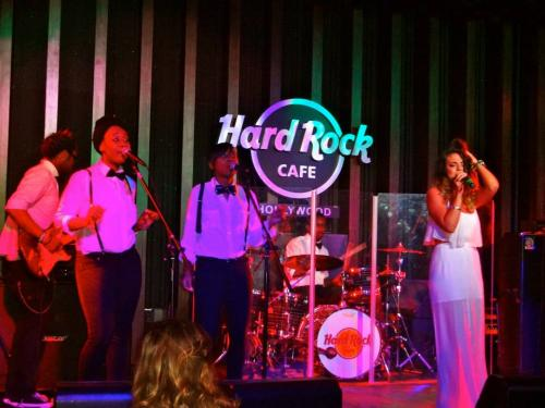 Show at Hard Rock Cafe, Hollywood Blvd